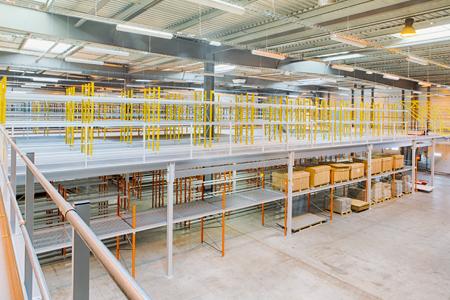 mezzanine industrielle - equipement de stockage avec plusieurs niveaux pour entrepôt