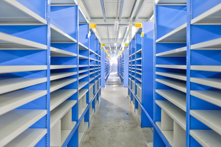 Rayonnages métalliques pour aménager les entrepôts