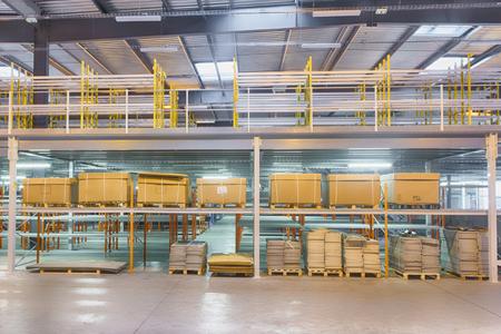 Mezzanines industrielles avec racks sur tous les niveaux