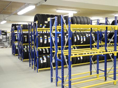 Equipements pour stocker et déplacer les pneus - garages