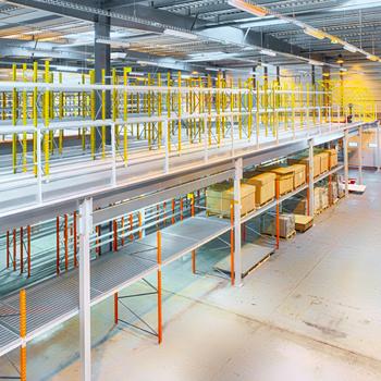 Installation de plateformes mezzanines industrielles grand format
