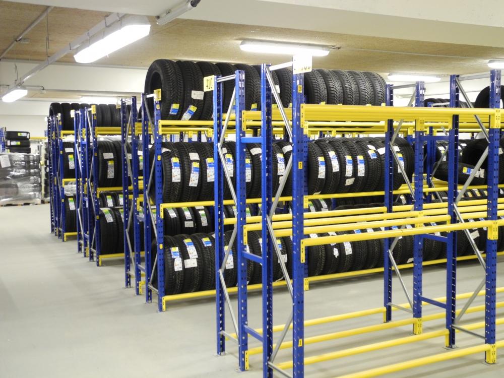 Des rayonnages adaptés au stockage des pneus