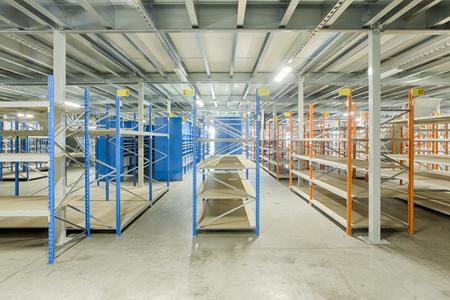 Installation de plateformes autoportées dans un entrepôt