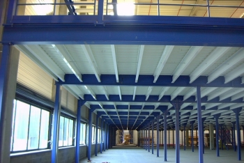 Plate-forme industrielle de stockage simple